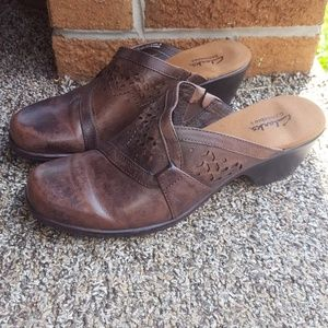 CLARKS CLOGS 36339 SLIP ON BROWN SHOES ~ NEW